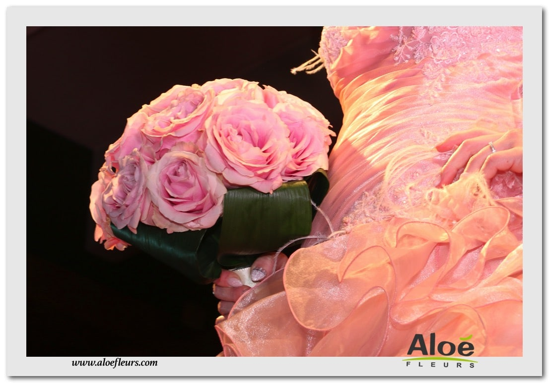 BOUQUET ROND GRANDES ROSES ROSES