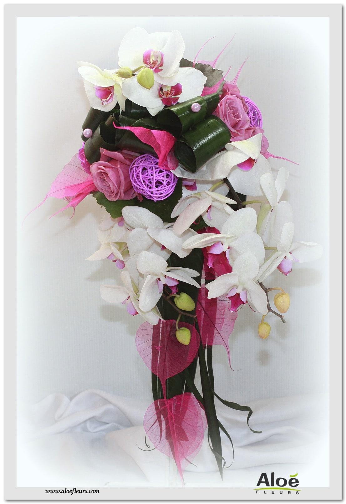 bouquets de mari e cascade en images aloe fleurs. Black Bedroom Furniture Sets. Home Design Ideas