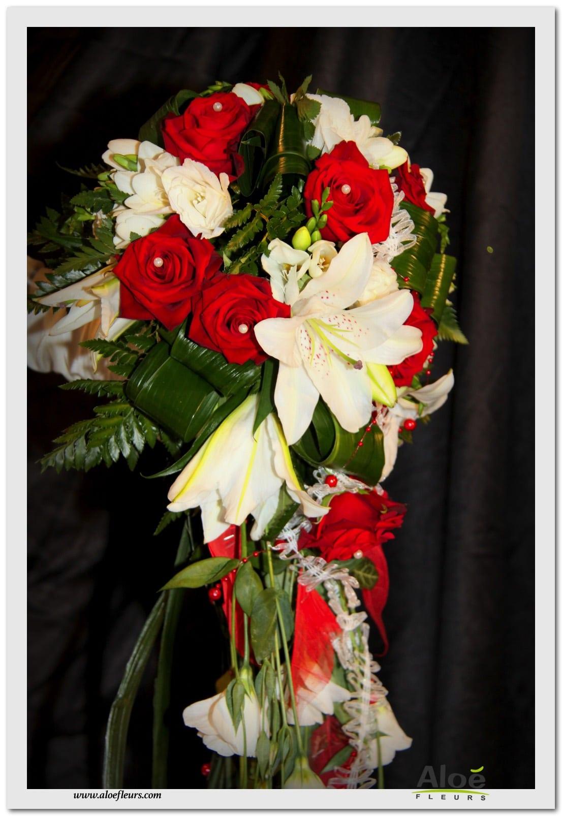 2 bouquet mari e cascade rouge et blancrose lys et lisianthus aloe fleurs. Black Bedroom Furniture Sets. Home Design Ideas