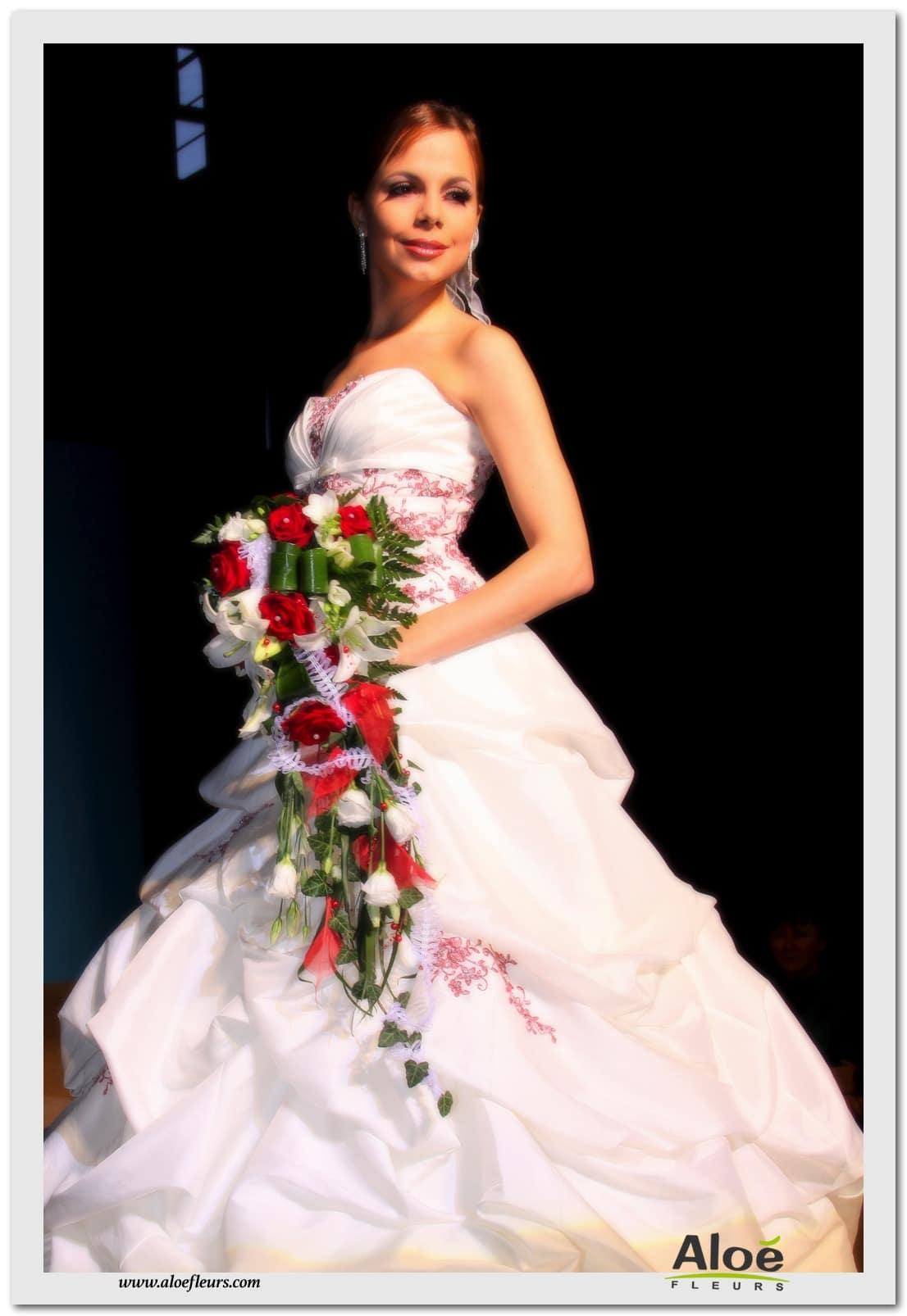 3 bouquet mari e cascade rouge et blancrose lys et. Black Bedroom Furniture Sets. Home Design Ideas