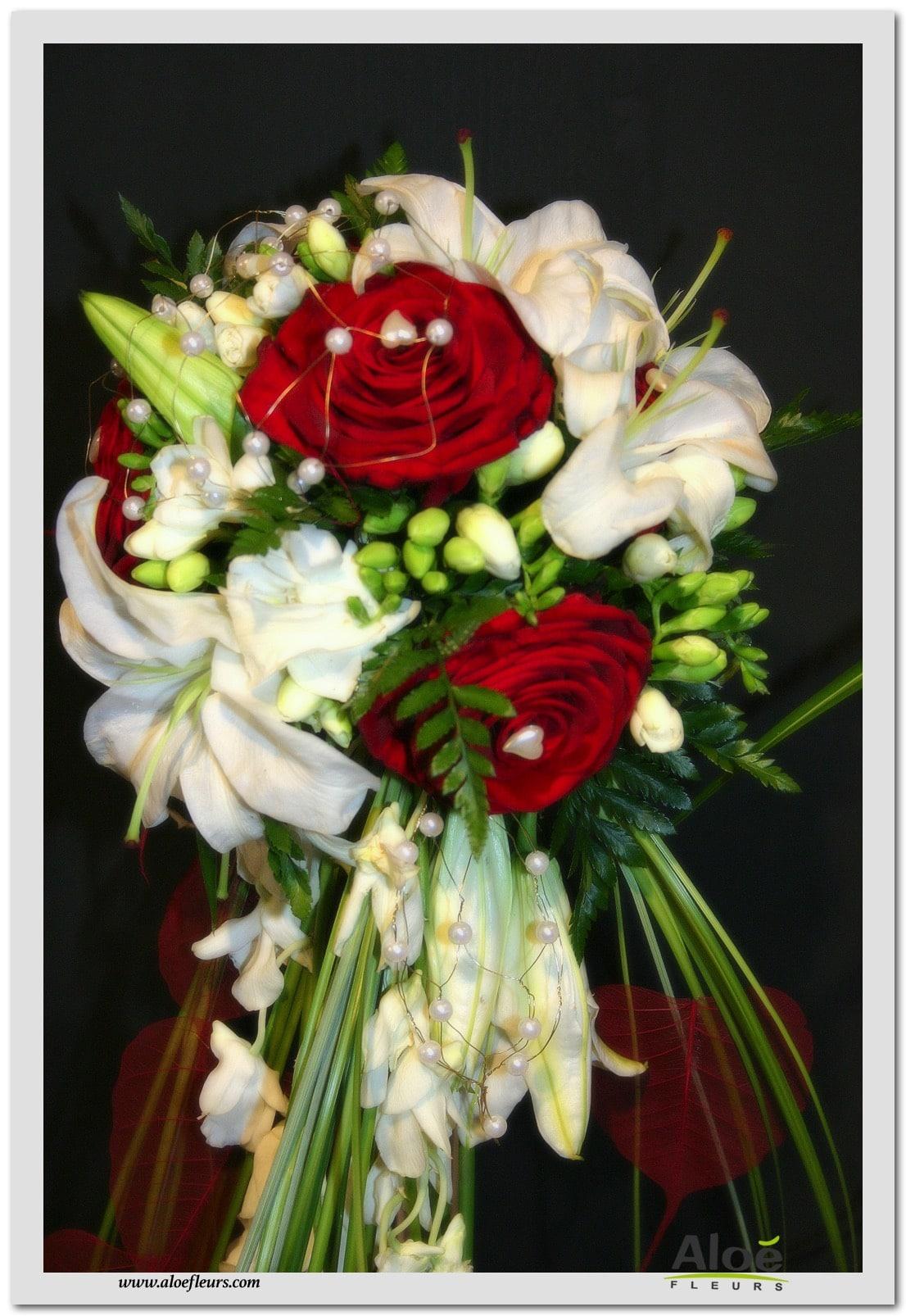 6 bouquet mari e cascade blanc et bordeau roseslys et orchid es aloe fleurs. Black Bedroom Furniture Sets. Home Design Ideas