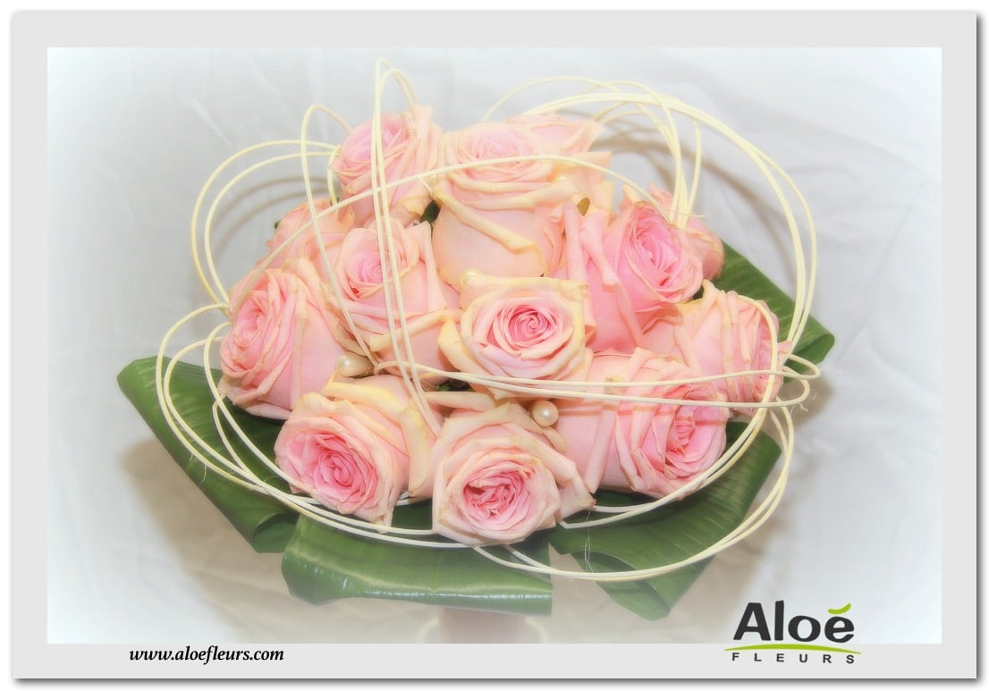 BOUQUET ROND ROSES ROSES & BOIS