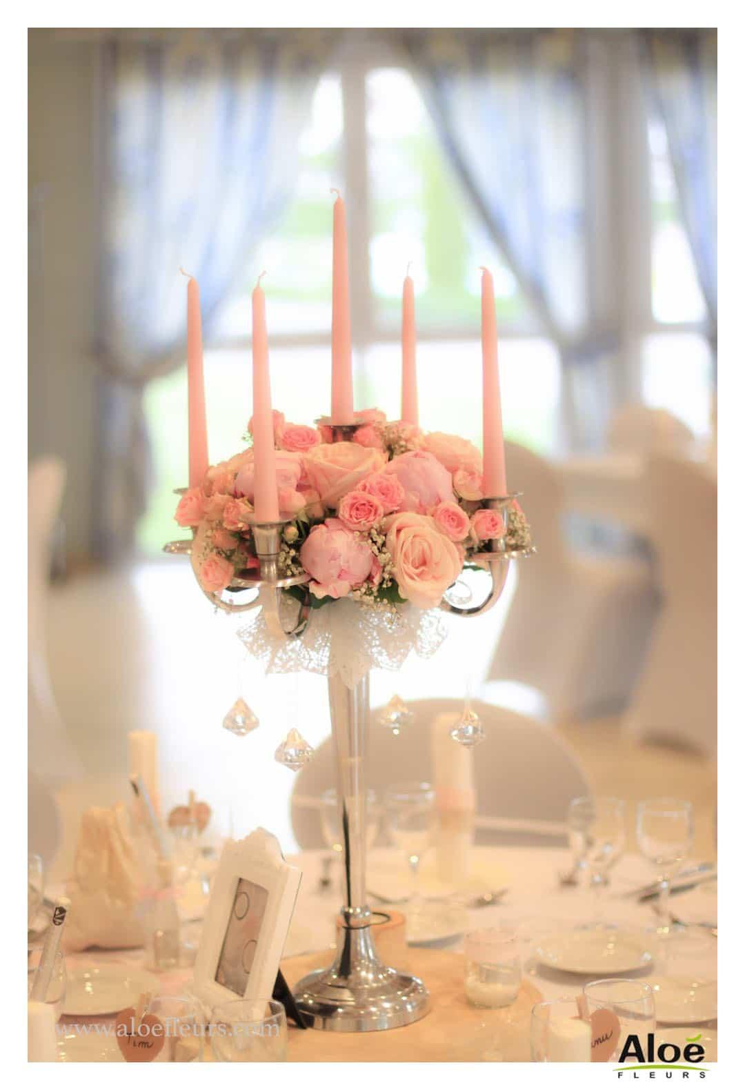 Mariage romantique d coration en pivoines et roses anciennes - Decoration chandelier pour mariage ...