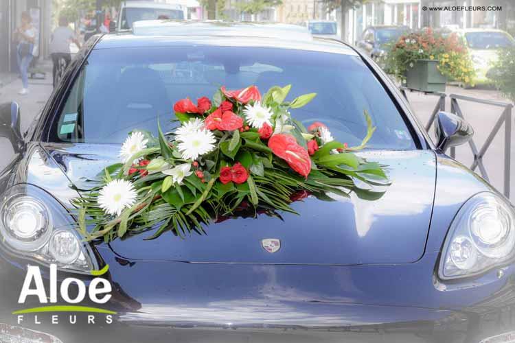 bouquet-mariée-rouge-et-blanc-mariage-glamour-voiture-mariés