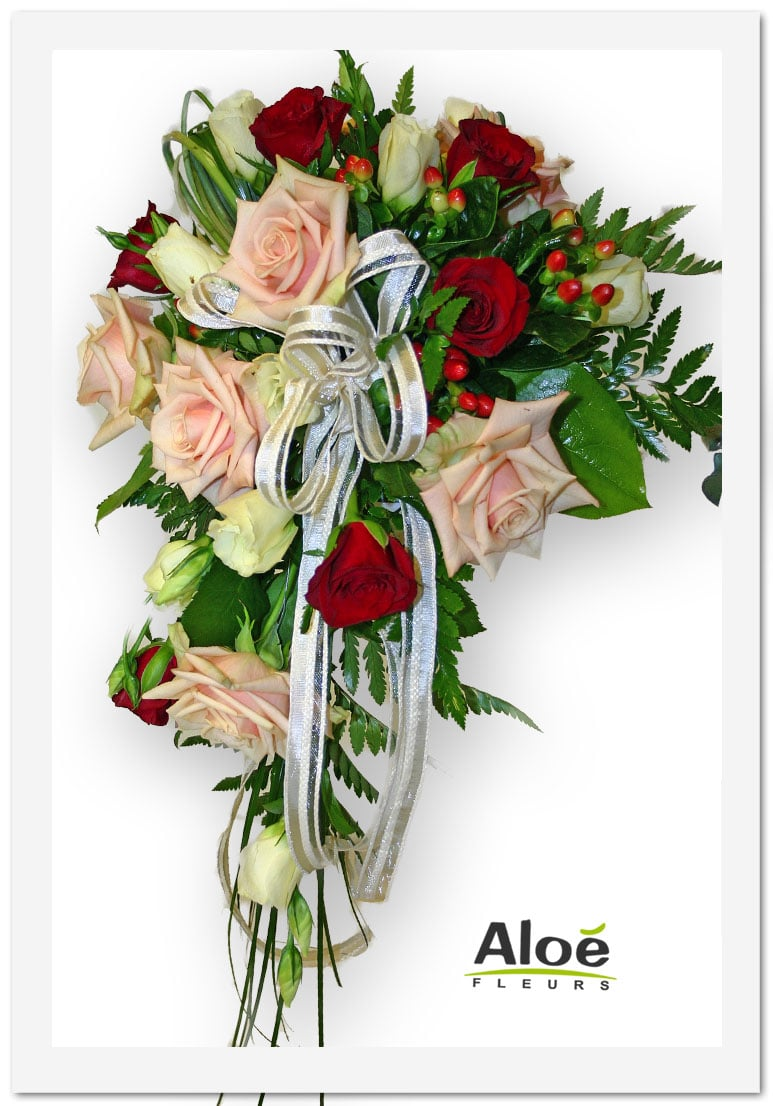 bouquet-mariée-cascade-roses-saumon-et-rouge-ruban2 - aloe fleurs