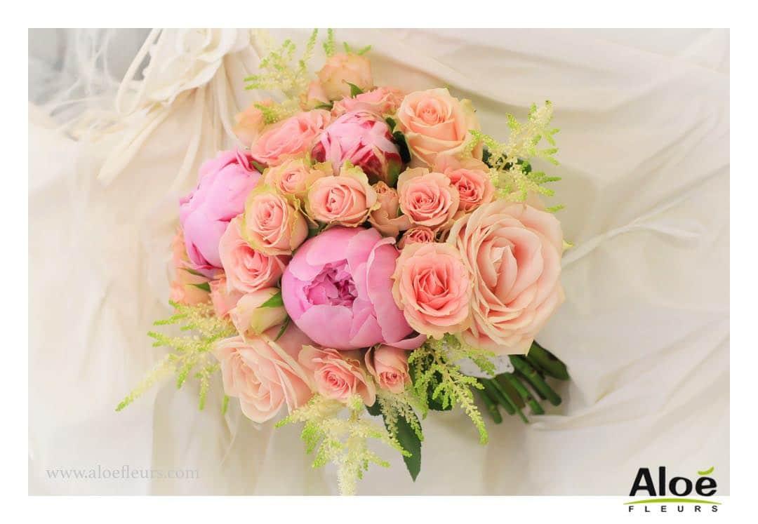 mariage romantique : décoration en pivoines et roses anciennes