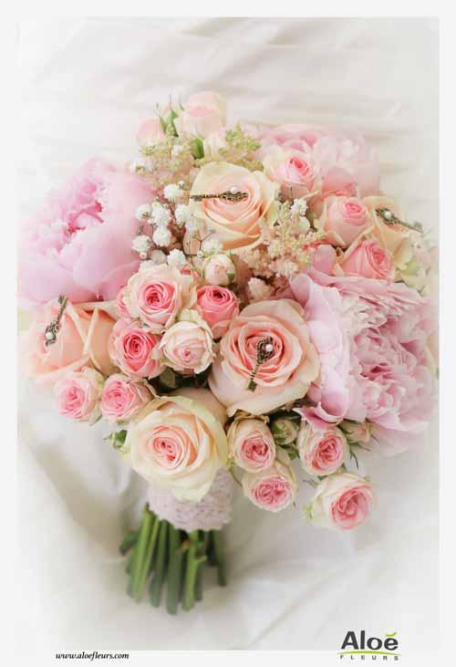 meilleure sélection de 2019 répliques magasin en ligne Bouquet de mariée rose : la couleur. Et souvent avec des roses !